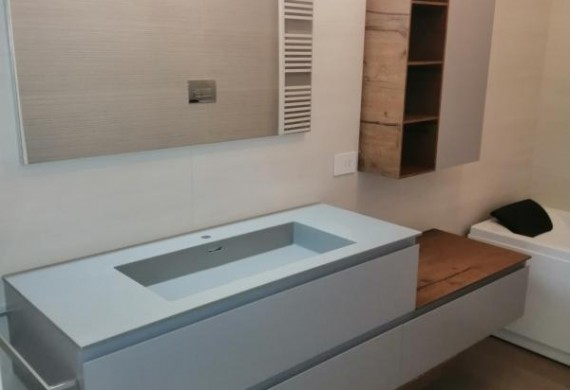 BAGNO A CALCO TOP E VASCA INTEGRATA IN HPL
